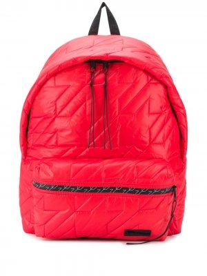 Дутый стеганый рюкзак Eastpak. Цвет: красный