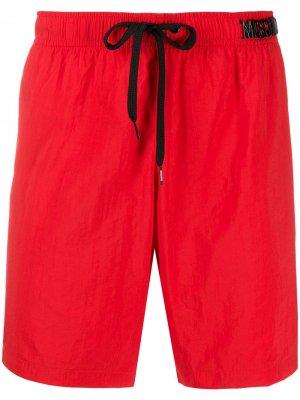 Плавки-шорты с металлическим логотипом Moschino. Цвет: красный