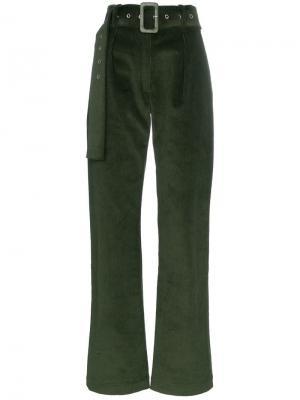 Вельветовые расклешенные брюки с поясом Matériel. Цвет: зеленый