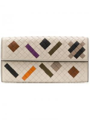 Кошелек дизайна колор-блок с плетением intrecciato Bottega Veneta. Цвет: нейтральные цвета