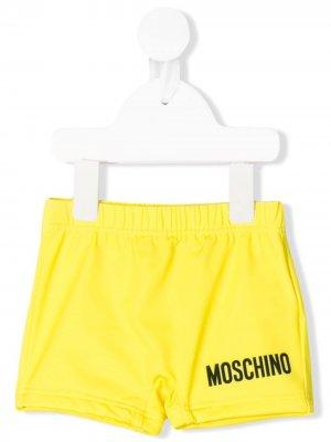 Плавки-шорты с логотипом Moschino Kids. Цвет: желтый