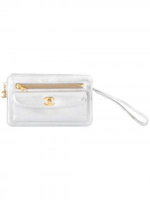 Клатч с ремешком Chanel Pre-Owned. Цвет: серебристый