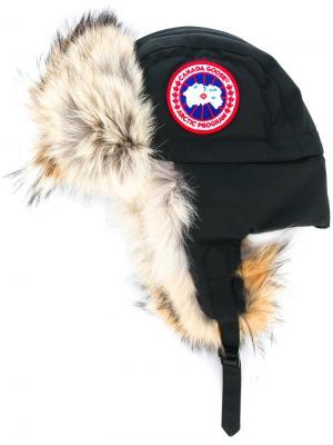 Шапка-ушанка с отделкой из меха койота Canada Goose. Цвет: черный