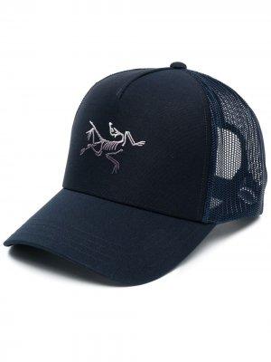 Arcteryx кепка с вышивкой Arc'teryx. Цвет: синий