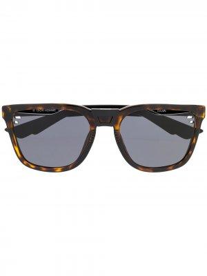Солнцезащитные очки в квадратной оправе Dior Eyewear. Цвет: коричневый