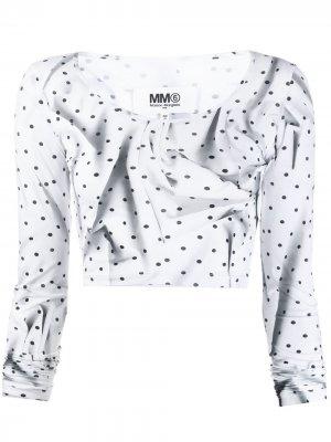 Укороченный топ в горох с жатым эффектом MM6 Maison Margiela. Цвет: белый