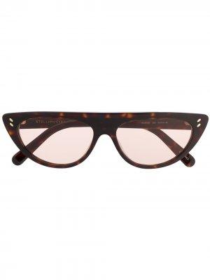 Солнцезащитные очки в оправе кошачий глаз Stella McCartney Eyewear. Цвет: коричневый