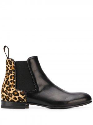 Ботинки челси Lexi с леопардовым принтом Scarosso. Цвет: черный