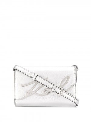 Поясная сумка K/Signature с эффектом металлик Karl Lagerfeld. Цвет: серебристый