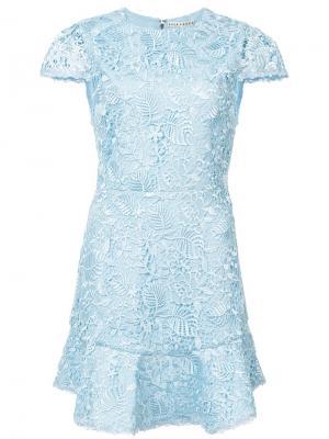 Расклешенное кружевное платье Alice+Olivia. Цвет: синий