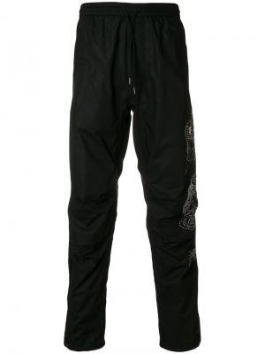Спортивные штаны с вышивкой Maharishi. Цвет: черный