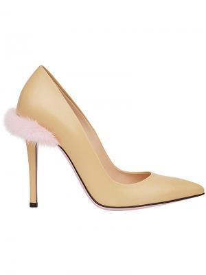 Туфли с заостренным носком Fendi. Цвет: нейтральные цвета