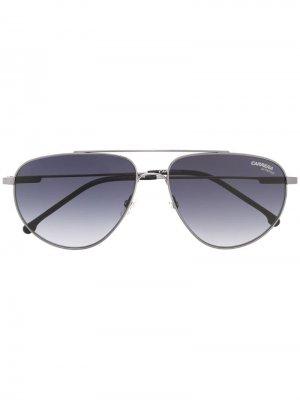 Солнцезащитные очки-авиаторы с затемненными линзами Carrera. Цвет: серый