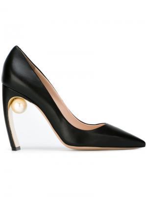 Туфли-лодочки с жемчужным украшением Nicholas Kirkwood. Цвет: чёрный
