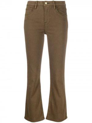 Укороченные расклешенные брюки FRAME. Цвет: зеленый