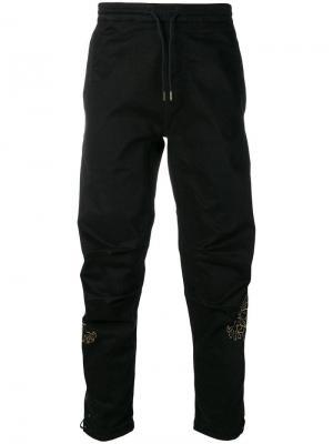 Спортивные брюки карго с принтом дракона Maharishi. Цвет: черный