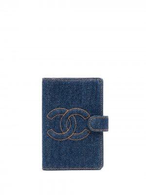 Обложка для блокнота 1997-го года с логотипом CC Chanel Pre-Owned. Цвет: синий