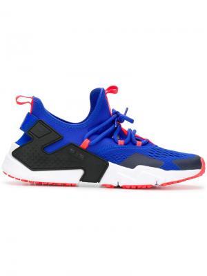 Кроссовки с футуристичным дизайном Nike. Цвет: синий