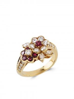 Кольцо Present Day 1961-го года с бриллиантами и рубинами Van Cleef & Arpels. Цвет: золотистый