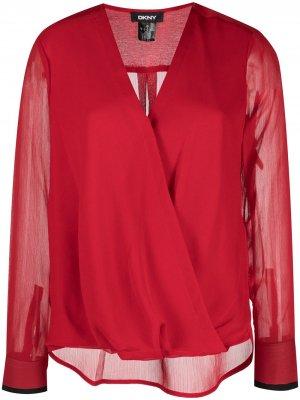 Блузка с V-образным вырезом и длинными рукавами DKNY. Цвет: красный