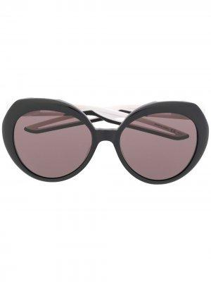 Солнцезащитные очки в массивной круглой оправе Balenciaga Eyewear. Цвет: черный