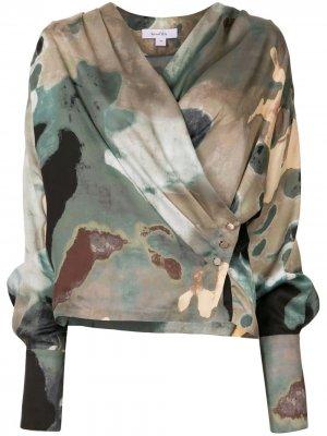 Блузка с запахом и абстрактным принтом Beaufille. Цвет: зеленый