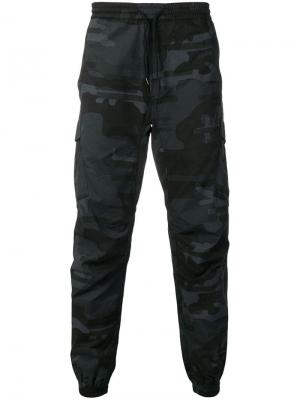 Спортивные брюки карго с камуфляжным принтом Maharishi. Цвет: черный