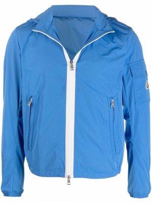 Легкая куртка с капюшоном Moncler. Цвет: синий