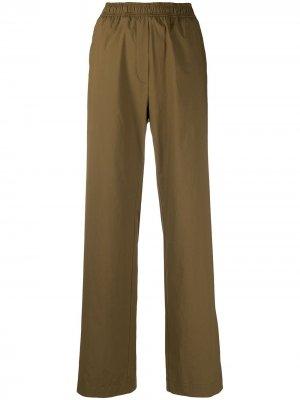 Прямые брюки Odeeh. Цвет: зеленый