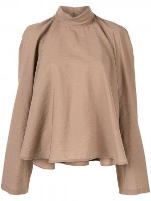 Расклешенная блузка с высоким воротником Lemaire. Цвет: коричневый