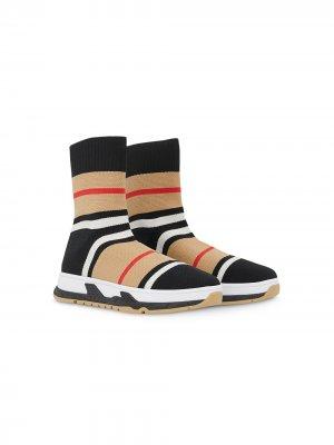 Кроссовки-носки Burberry Kids. Цвет: разноцветный