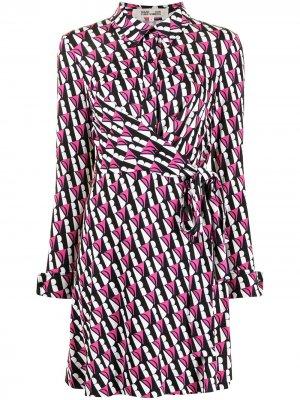 Платье с запахом и логотипом DVF Diane von Furstenberg. Цвет: разноцветный