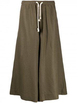 Укороченные брюки широкого кроя Société Anonyme. Цвет: зеленый