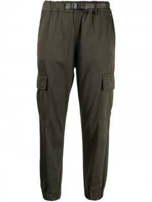 Зауженные брюки izzue. Цвет: зеленый