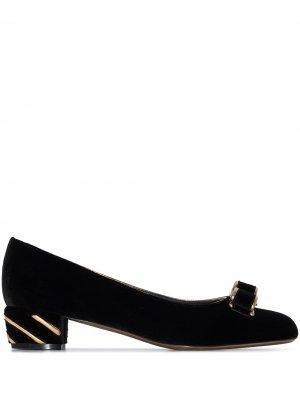 Бархатные туфли Vara Salvatore Ferragamo. Цвет: черный