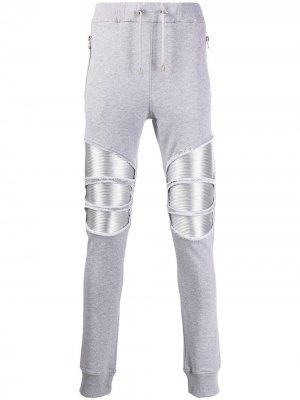 Спортивные брюки с нашивками Balmain. Цвет: серый