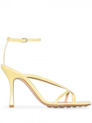 Босоножки с квадратным носком Bottega Veneta. Цвет: желтый
