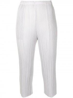 Укороченные плиссированные брюки Pleats Please Issey Miyake. Цвет: серый
