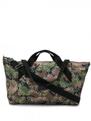 Дорожная сумка VLTN с камуфляжным принтом Valentino Garavani. Цвет: зеленый