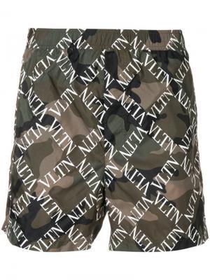Камуфляжные шорты для плавания с логотипом VLTN Valentino. Цвет: зеленый