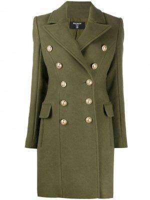 Пальто в стиле милитари с декорированными пуговицами Balmain. Цвет: зеленый
