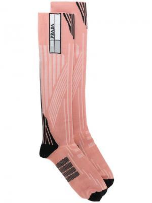 Носки с геометрическим узором в технике интарсия Prada. Цвет: розовый и фиолетовый