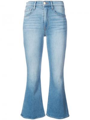 Укороченные расклешенные джинсы FRAME. Цвет: синий