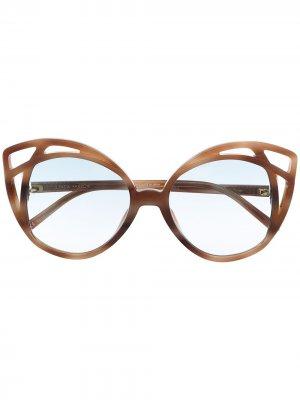 Солнцезащитные очки в массивной оправе Linda Farrow. Цвет: коричневый