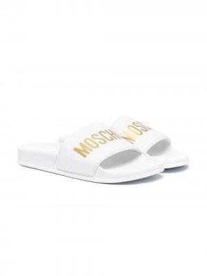Шлепанцы с логотипом Moschino Kids. Цвет: белый