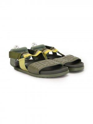 Сандалии с открытым носком и тисненым логотипом Fendi Kids. Цвет: зеленый