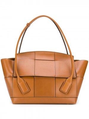 Объемная сумка-тоут с плетением Intrecciato Bottega Veneta. Цвет: коричневый