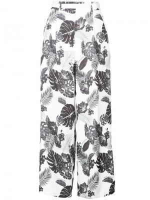 Расклешенные брюки с лиственным принтом Loveless. Цвет: белый