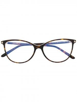 Очки в круглой оправе черепаховой расцветки Tom Ford Eyewear. Цвет: коричневый