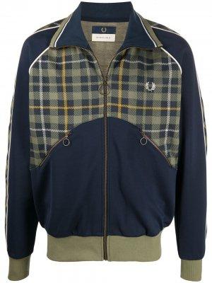 Легкая куртка с контрастной вставкой Fred Perry. Цвет: синий